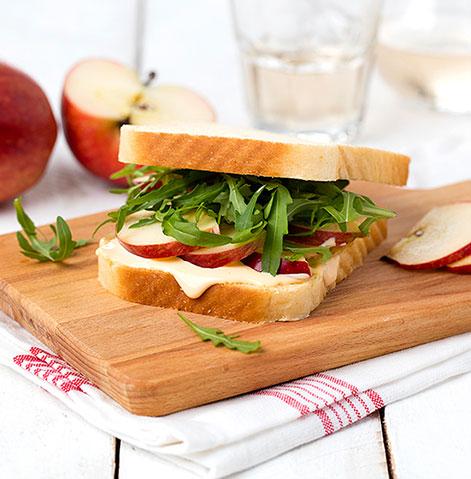 Tosta de Panrico Com Côdea com queijo cheddar e maçã