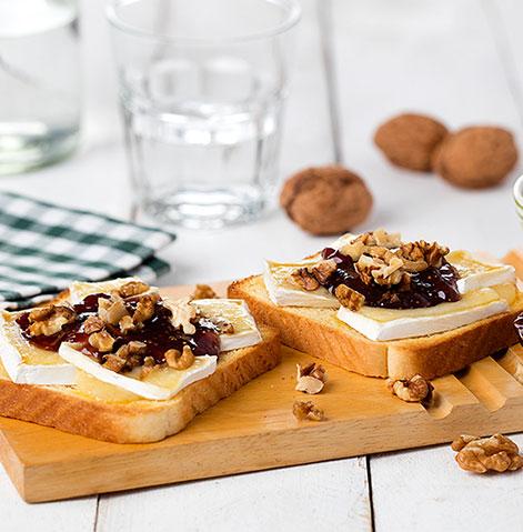 Panrico Com Côdea com Queijo Brie, compota de figo e nozes picadas