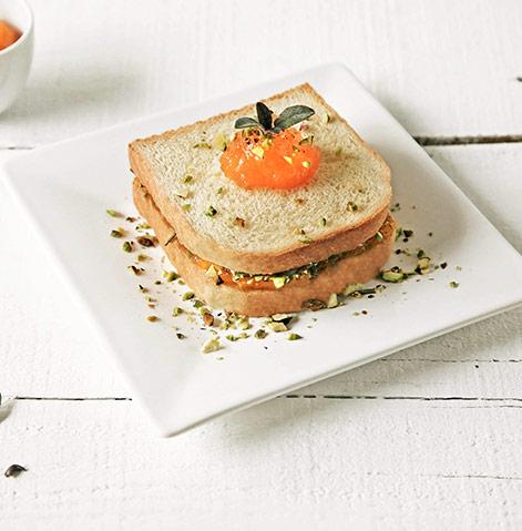 Sanduíche de doce de abóbora e pistácios tostados